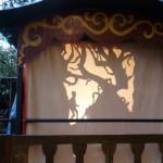ombre dessin foret et homme sur roulotte, dans le jardin du Pavillon sauvage, Toulouse